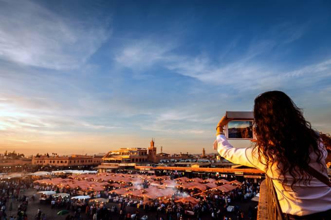 Mulher sozinha viajante Marrakesh Marrocos