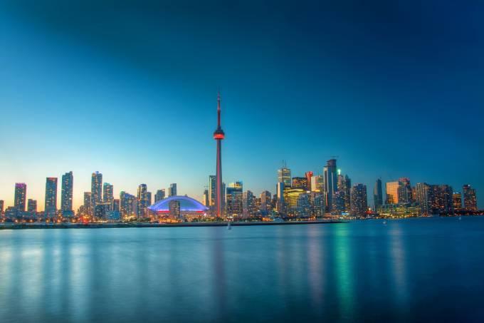 A CN Tower e o skyline de Toronto