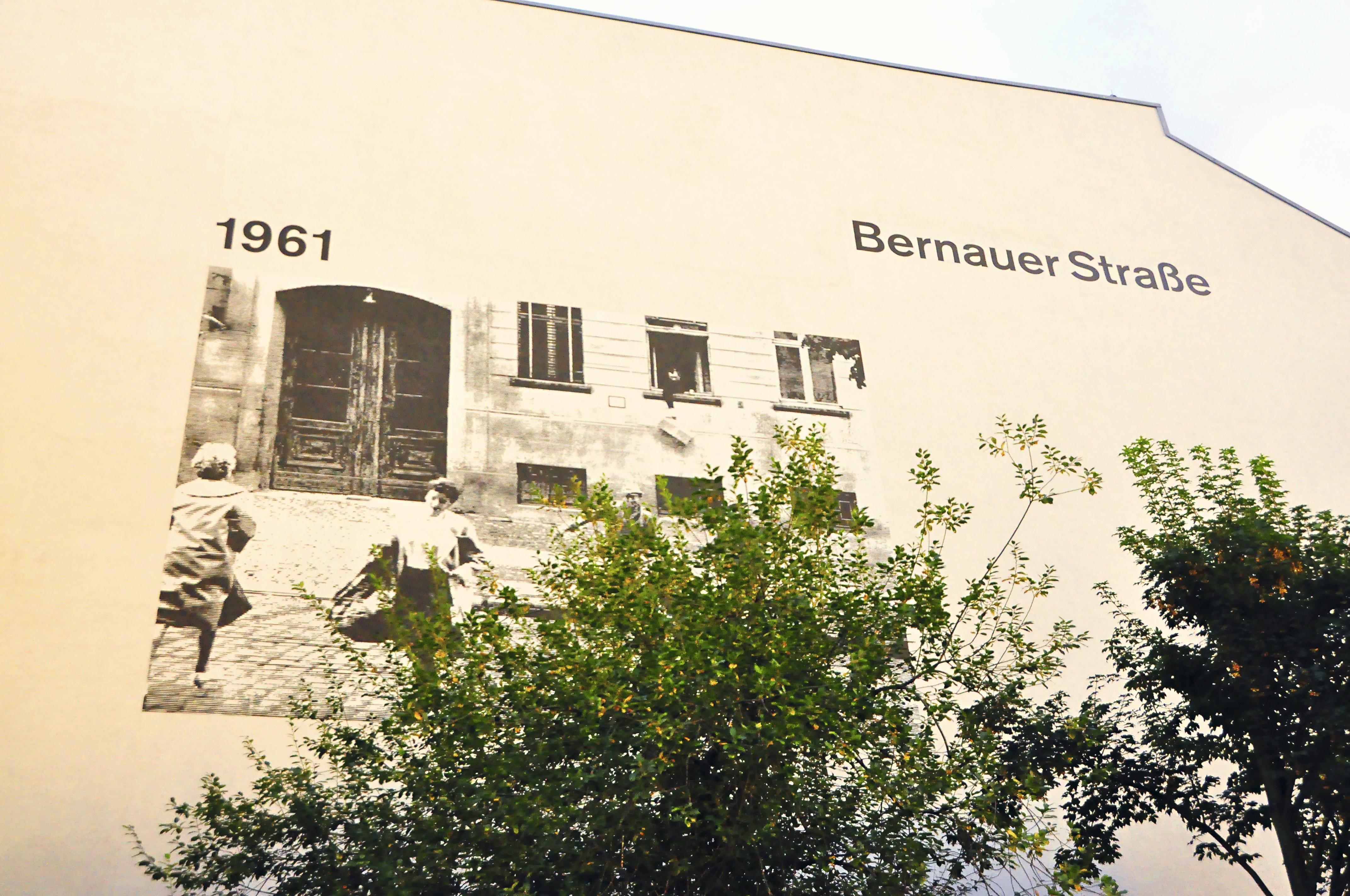 Painel no Memorial do Muro de Berlim, Alemanha