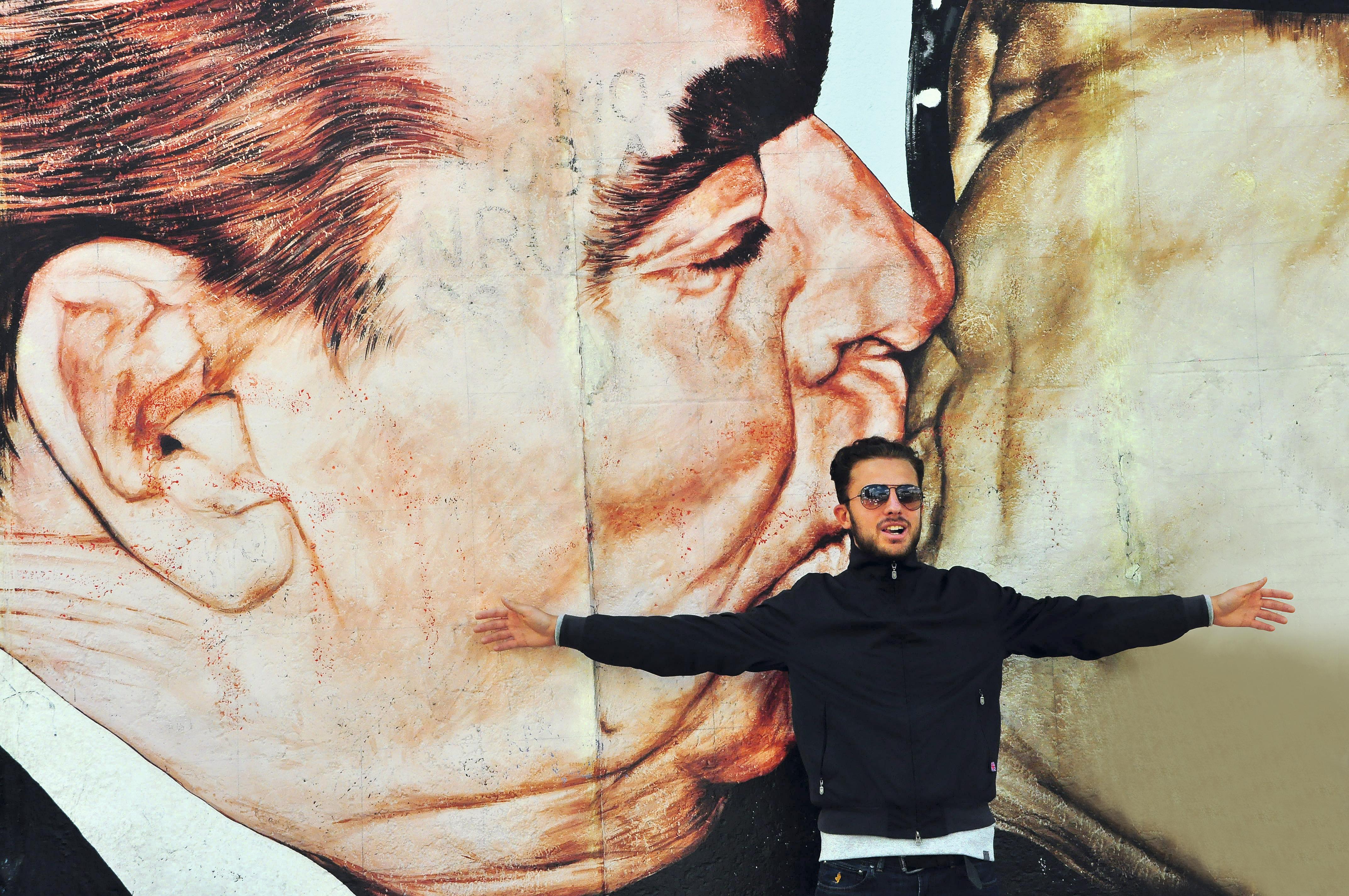 Beijaço de Honecker com Brejnev no East Side Gallery, Berlim, Alemanha