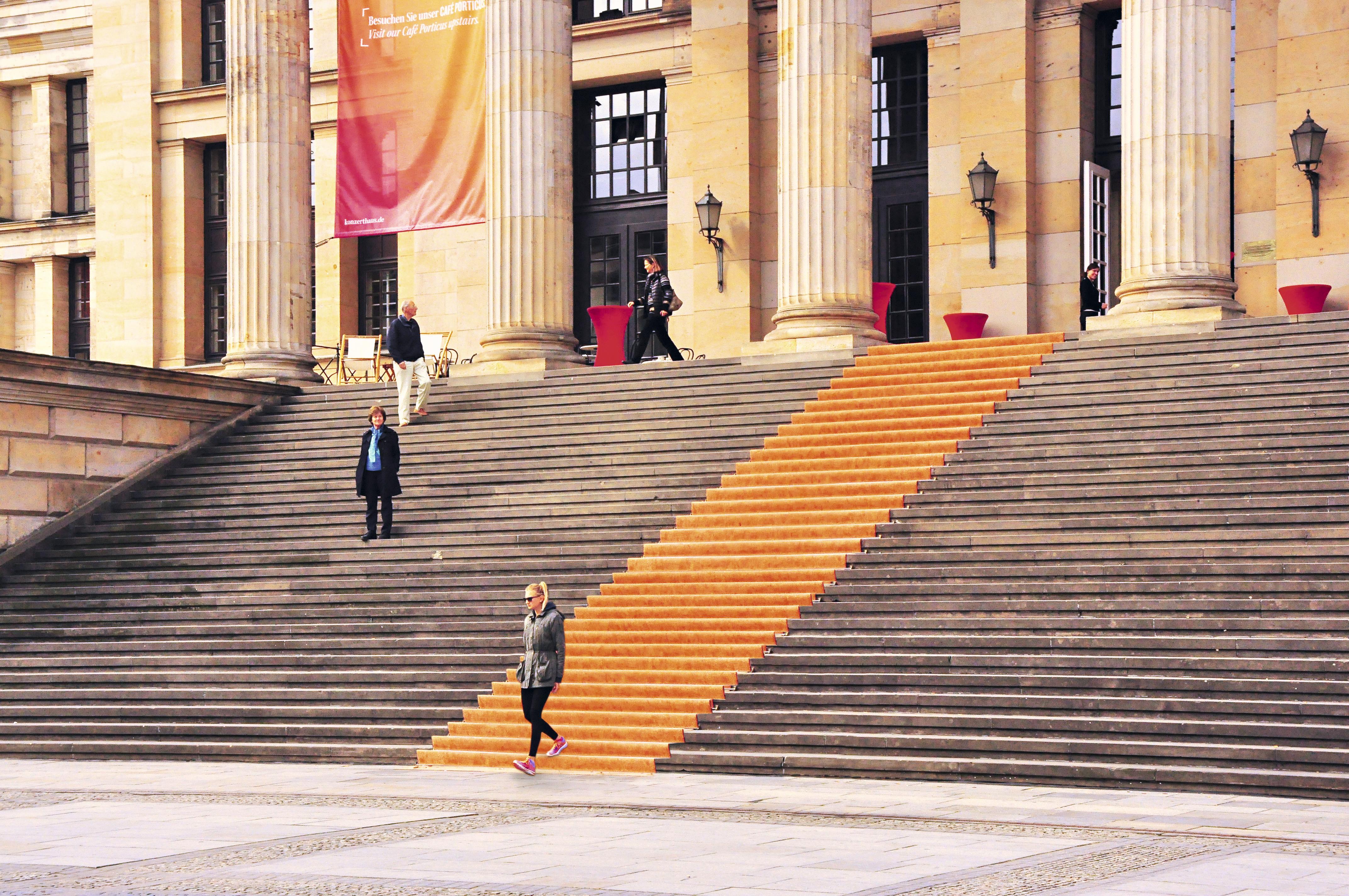Escadaria da casa de concertos Konzerthaus, Berlim, Alemanha