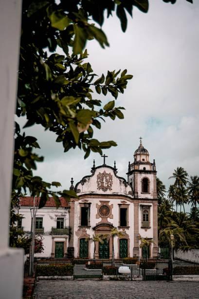Uma delas é a Basílica de São Bento. Com um belíssimo altar de madeira entalhada, é a igreja mais rica do Centro Histórico