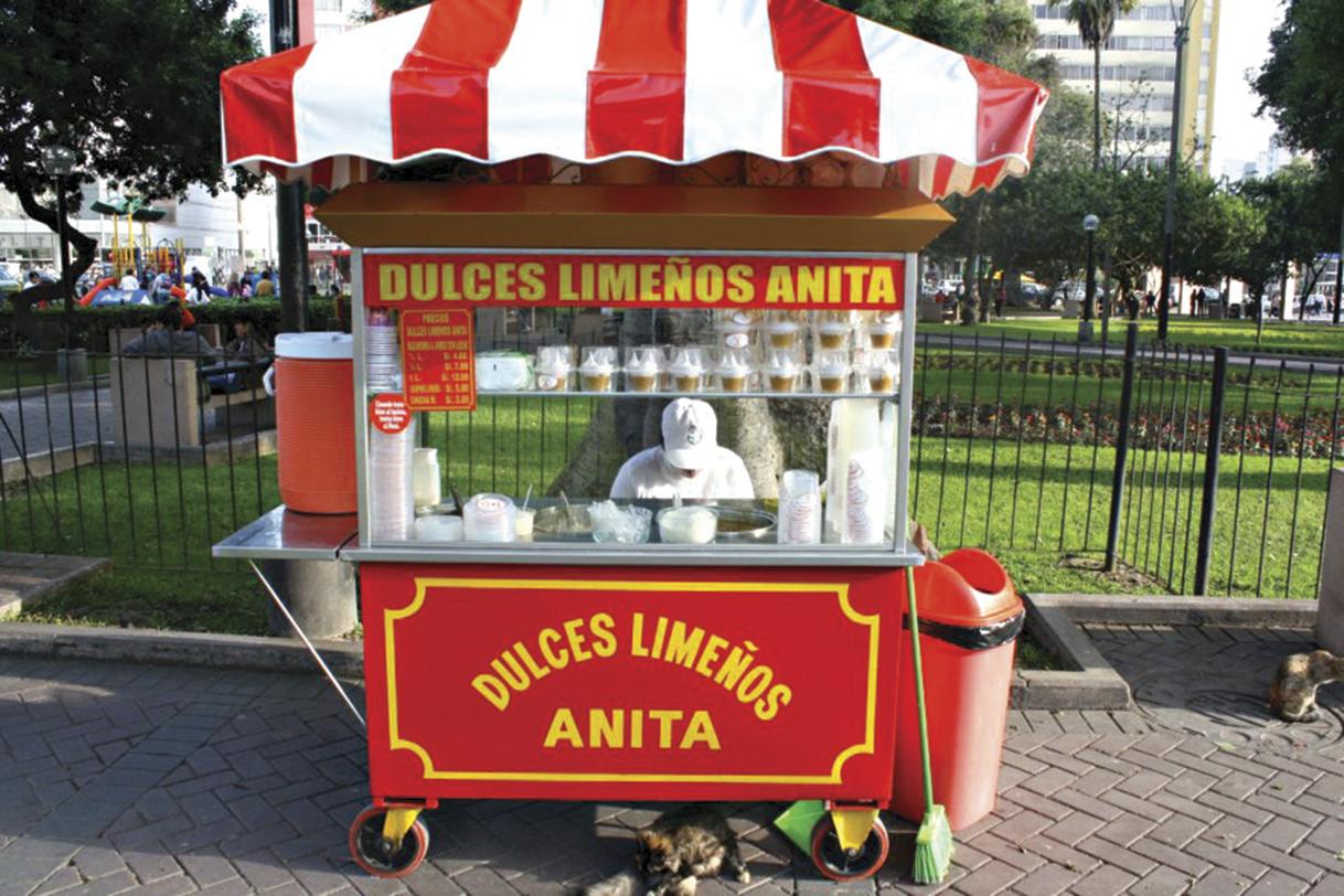 O carrinho de doces de Anita, na Praça Kennedy, em Miraflores