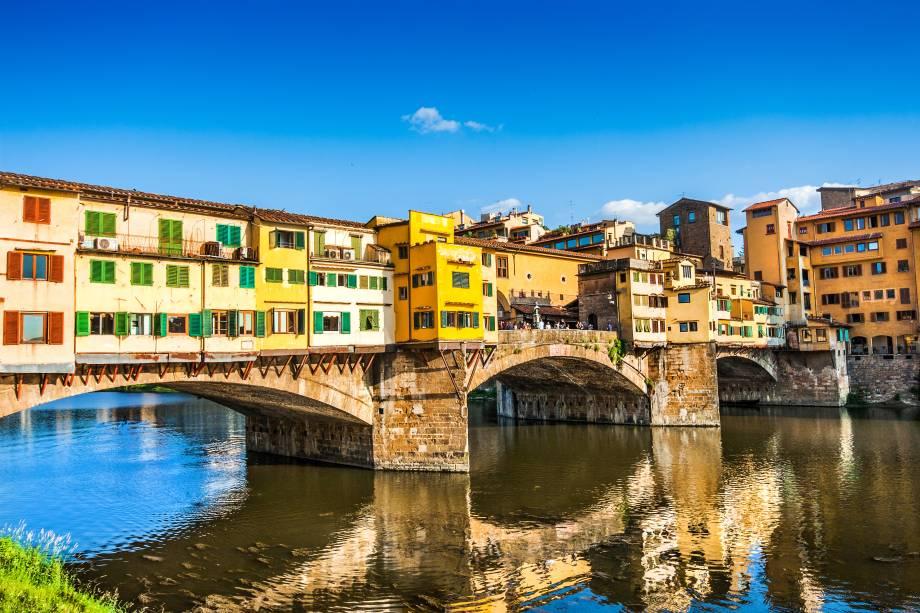 Ponte sobre o rio Arno, em Florença, Itália