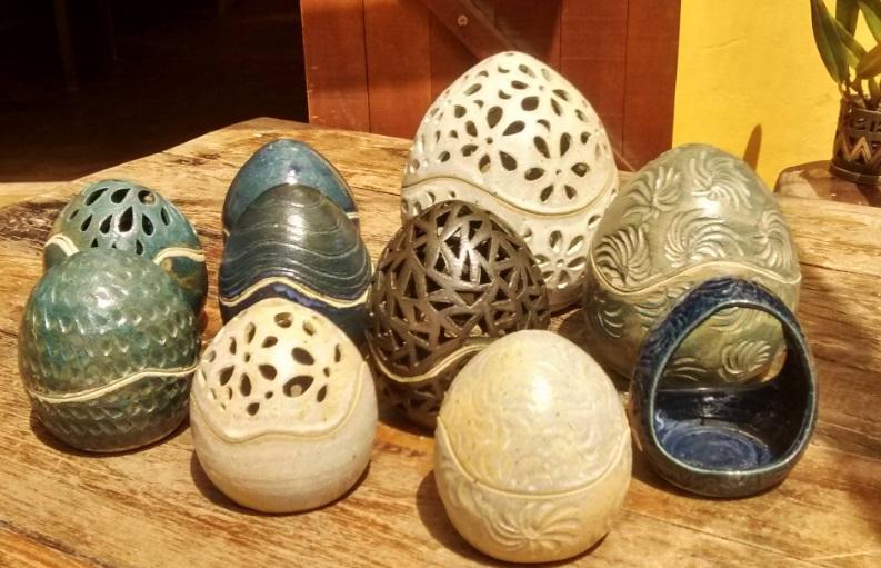 """Peças de cerâmica produzidas no ateliê Jardins de Barro, de <span style=""""font-weight:400;"""">Cynthia Duarte</span>"""