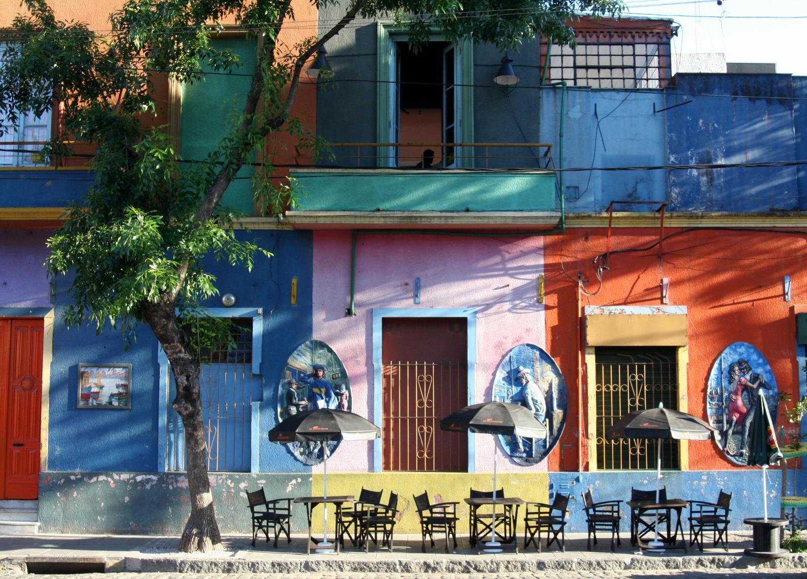 O bairro de La Boca, perto da Bombonera: casinhas coloridas e uma devoção ao Boca Juniors em cada esquina