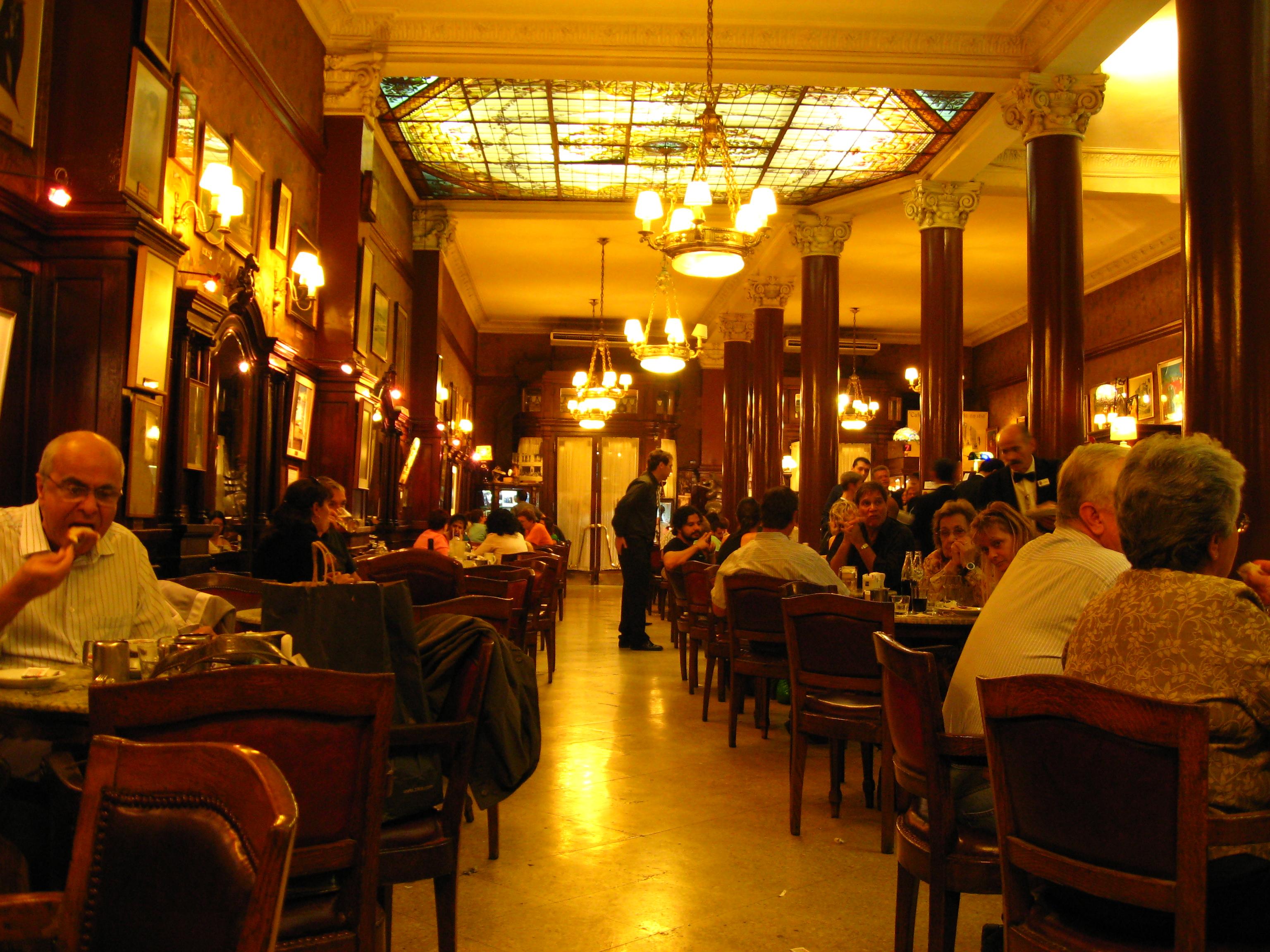 O Café Tortoni, um dos mais tradicionais (e mais turísticos) de Buenos Aires