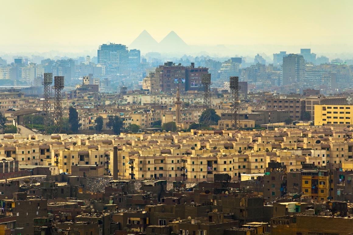 Horizonte egípcio com pirâmide, Egito