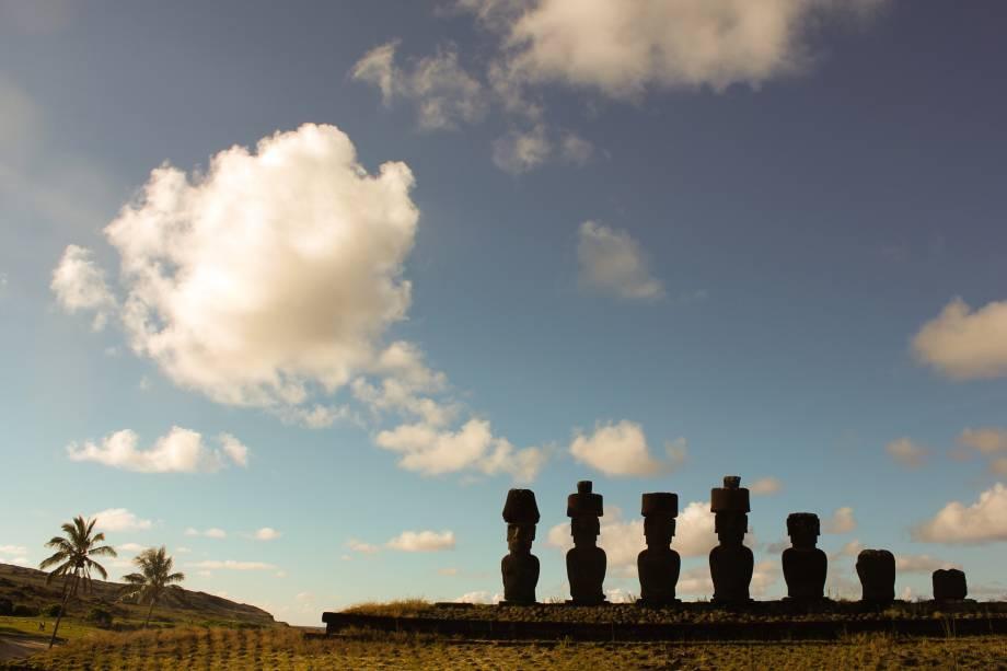 """Um dos lugares mais isolados do mundo, a <a href=""""http://viagemeturismo.abril.com.br/cidades/ilha-de-pascoa-2/"""">Ilha de Páscoa</a> é um território do <a href=""""http://viagemeturismo.abril.com.br/paises/chile-2/"""">Chile</a> que encanta por seus vulcões e cultura singular"""