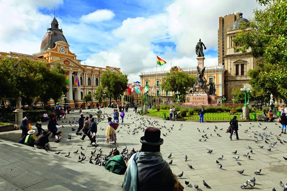 Cholas na Praça Murillo, marco zero da cidade