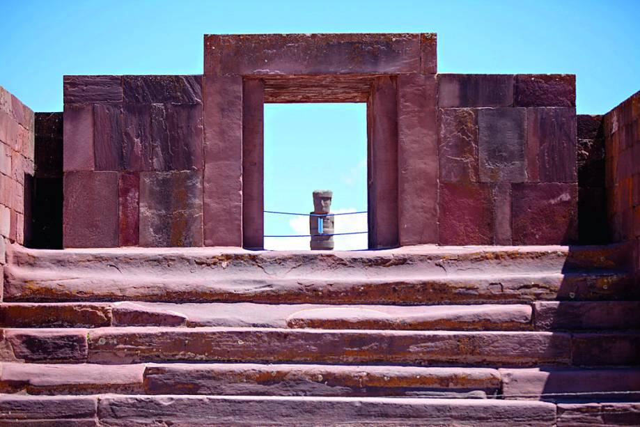 Tiwanaku, sítio arqueológico antiquíssimo, datado de 1500 a.C.