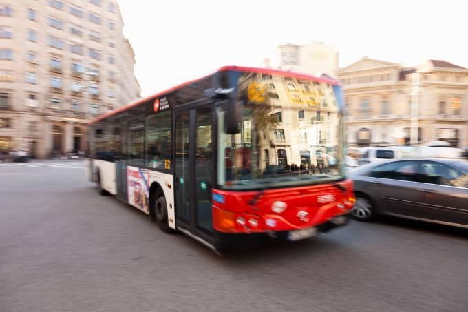 Ônibus urbano em Barcelona, Espanha