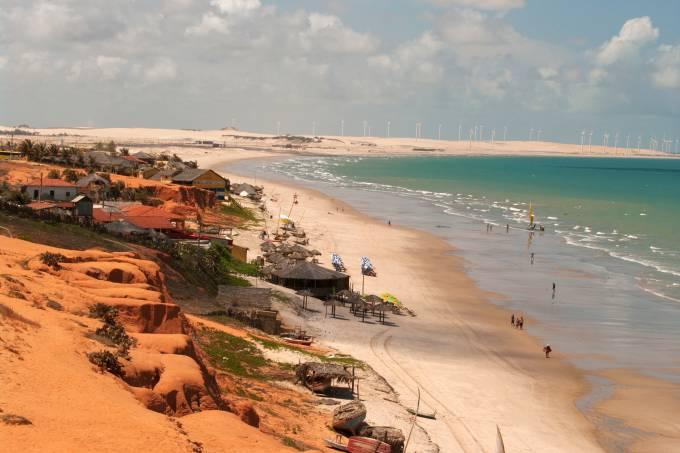 Vista geral da praia de Canoa Quebrada, no litoral do Ceará