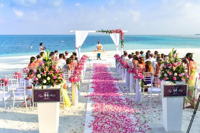 Casamento em praia paradisíaca
