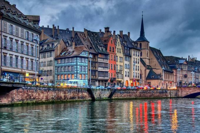 Canal na cidade de Estrasburgo, na França