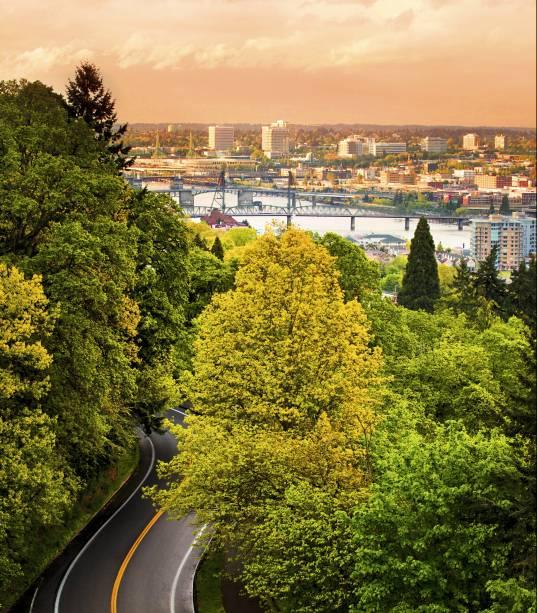Siga o verde e você chegará à capital do Oregon e suas 12 pontes sobre o Rio Willamette