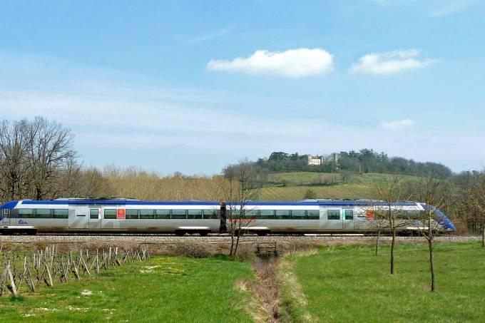 Trem em campo na França