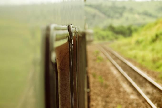 Trem na estrada de ferro Vitória a Minas, hoje afetada pelo desastre ambiental da Vale do Rio Doce
