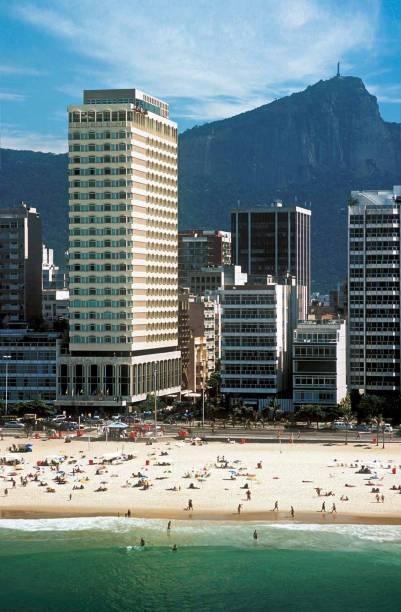 """<strong><a href=""""http://viajeaqui.abril.com.br/paises/holanda"""" rel=""""Holanda:"""" target=""""_blank"""">Holanda:</a><a href=""""http://viajeaqui.abril.com.br/cidades/br-rj-rio-de-janeiro"""" rel="""" Rio de Janeiro (RJ)""""> Rio de Janeiro (RJ)</a> </strong>            O <a href=""""http://viajeaqui.abril.com.br/estabelecimentos/br-rj-rio-de-janeiro-hospedagem-caesar-park-rio-de-janeiro-ipanema"""" rel=""""Caesar Park Ipanema"""" target=""""_blank""""><strong>Caesar Park Ipanema</strong></a> recebe os holandeses. Além dos quartos confortáveis, a infraestrutura conta com sala de ginástica, piscina e salas de convenção."""