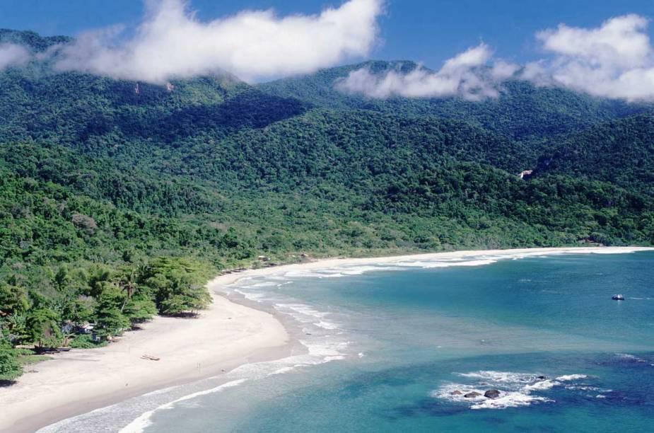 Vista aérea da<strong>Praia de Castelhanos</strong>; a estrela deIlhabela (SP),tem longa faixa de areia, com quase 2 km de extensão, e mar de águas claras, bom para surfar