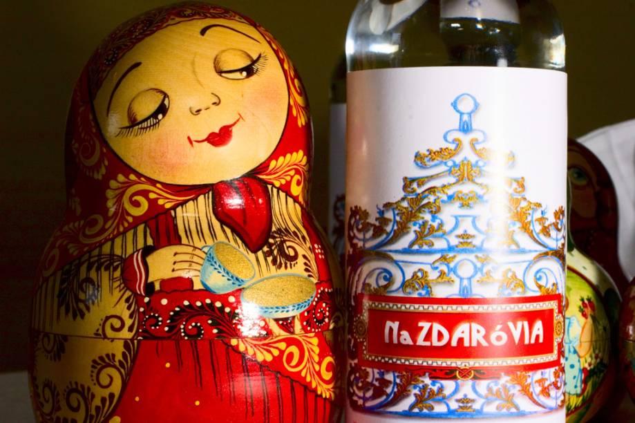 Vodka artesanal Nazdaróvia, produzida no Restaurante Dona Irene, parada obrigatória em Teresópolis