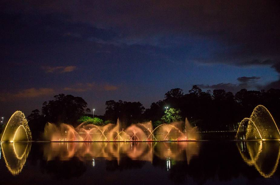 O final do espetáculo terá um tema surpresa, mas vai mostrar cenas dos ícones do parque, como a Oca e o Auditório Ibirapuera