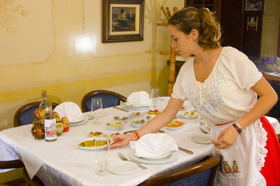 A proposta do restaurante, estrelado pelo GUIA QUATRO RODAS Dona Irene, em Teresópolis (RJ), é servir um verdadeiro banquete russo à moda do século 19