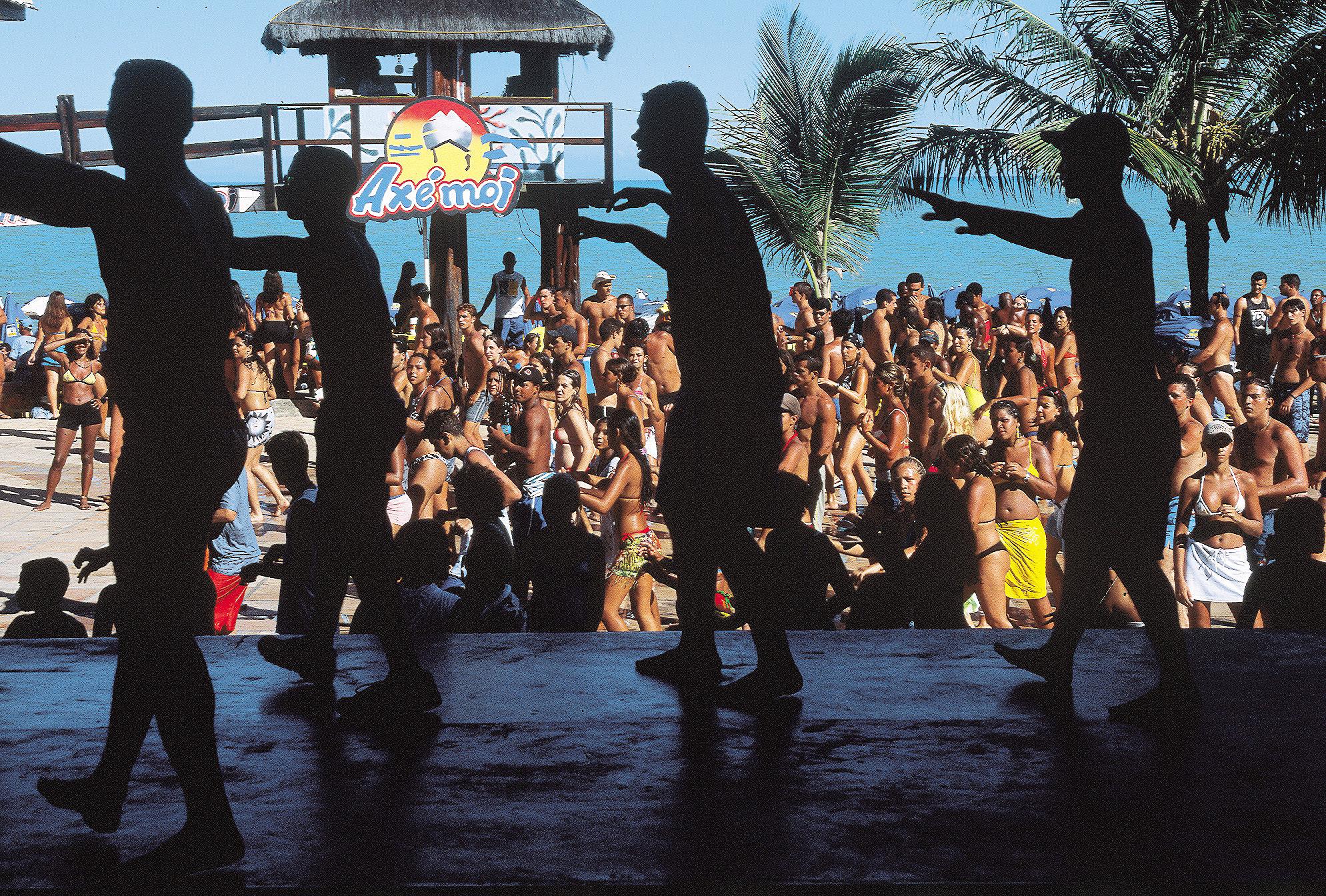 Show no Axé Moi, barraca dividida em três ambientes, cada um dedicado a um ritmo Praia Taperapuã, Porto Seguro (BA)