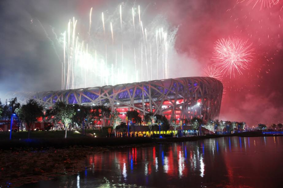 """<strong>Estádio Olimpico Nacional de Pequim, China</strong>Principal palco dos Jogos Olímpicos de <a href=""""http://viajeaqui.abril.com.br/cidades/china-pequim-beijing"""" rel=""""Pequim"""">Pequim</a>, o Ninho de Pássaro é um projeto da dupla Herzog e de Meuron. Os vencedores do Pritzker de 2001 são responsáveis pelos projetos do Tate Modern (<a href=""""http://viajeaqui.abril.com.br/cidades/reino-unido-londres"""" rel=""""Londres"""">Londres</a>), da Allianz Arena (<a href=""""http://viajeaqui.abril.com.br/cidades/alemanha-munique"""" rel=""""Munique"""">Munique</a>) e do Teatro da Dança de São Paulo, ainda no papel"""