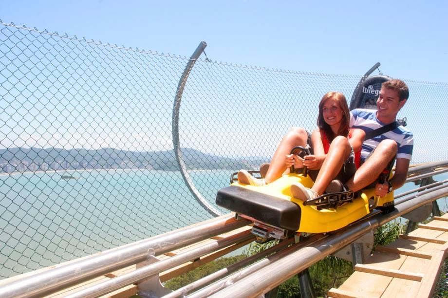Uma das atrações do Parque Unipraia é o Youhooo, trenó de montanha que desce 600 metros pode atingir 60 km/h