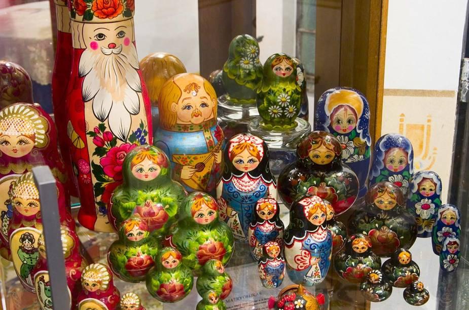 Matrioskas - as tradicionais bonecas russas -, decoram o ambiente do restaurante em Teresópolis (RJ)