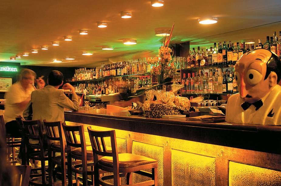 """<a href=""""http://viajeaqui.abril.com.br/estabelecimentos/br-sp-sao-paulo-restaurante-bar-da-dona-onca"""" rel=""""Bar da Dona Onça, São Paulo: """" target=""""_blank""""><strong>Bar da Dona Onça, São Paulo: </strong></a>            Localizado no térreo do Edifício Copan, o bar-restaurante serve pratos típicos brasileiros, bem temperados, e caipirinhas de frutas diversas."""