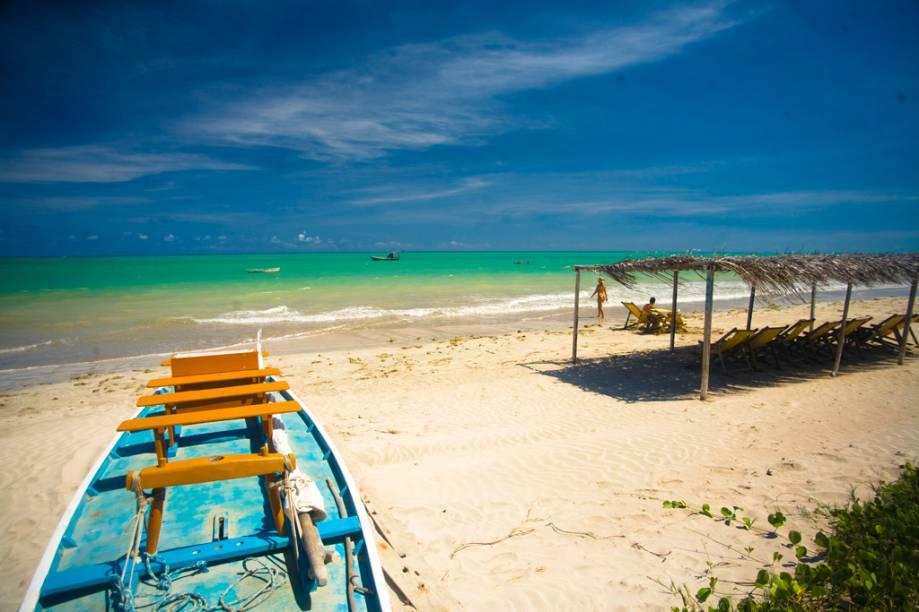 """Outra estrela de <a href=""""http://viajeaqui.abril.com.br/cidades/br-al-sao-miguel-dos-milagres"""" target=""""_blank"""">São Miguel dos Milagres</a>, a <a href=""""http://viajeaqui.abril.com.br/estabelecimentos/br-al-sao-miguel-dos-milagres-atracao-praia-do-toque"""">Praia do Toque</a> tem uma das maiores piscinas naturais da região – e por isso, é possível enxergar, mesmo sem snorkel, várias espécies diferentes de peixes e outros animais marinhos passeando entre suas pernas"""
