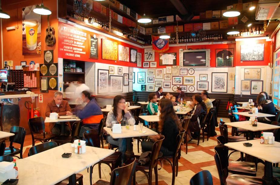"""<a href=""""http://viajeaqui.abril.com.br/estabelecimentos/br-sp-sao-paulo-restaurante-genesio"""" rel=""""Genésio, São Paulo: """" target=""""_blank""""><strong>Genésio, São Paulo: </strong></a>        Pasta, pizza e chope são bem conceituados na casa, mas a polenta de colher é uma das mais pedidas."""