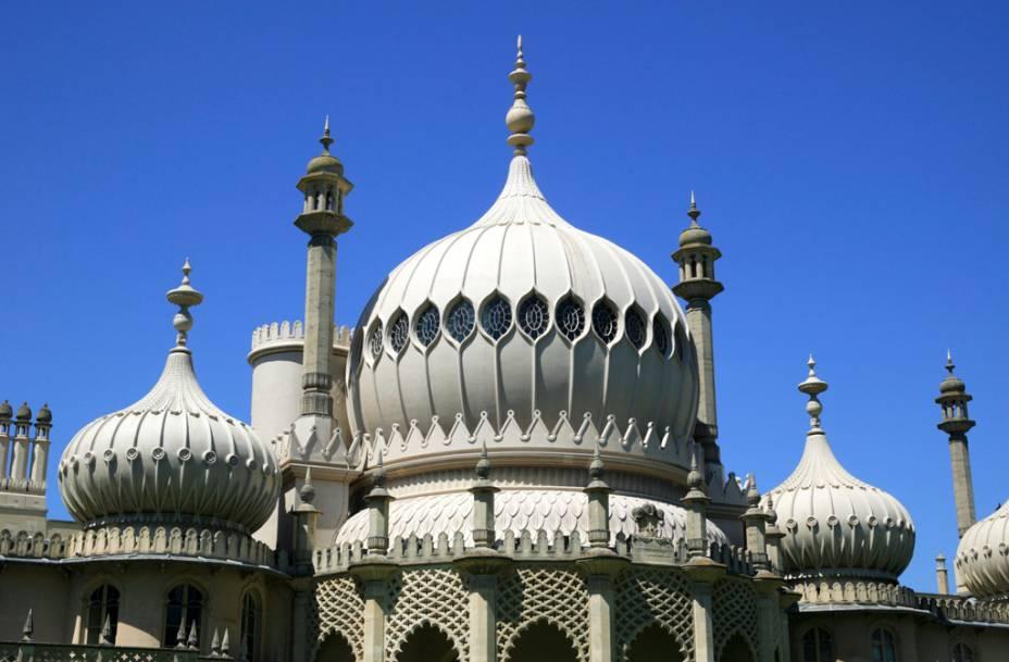 O Palácio Royal Pavilion foi construído no final do século 18, em Brighton, como um local de retiro e tratamento para os males da saúde do príncipe de Gales, o futuro rei George IV