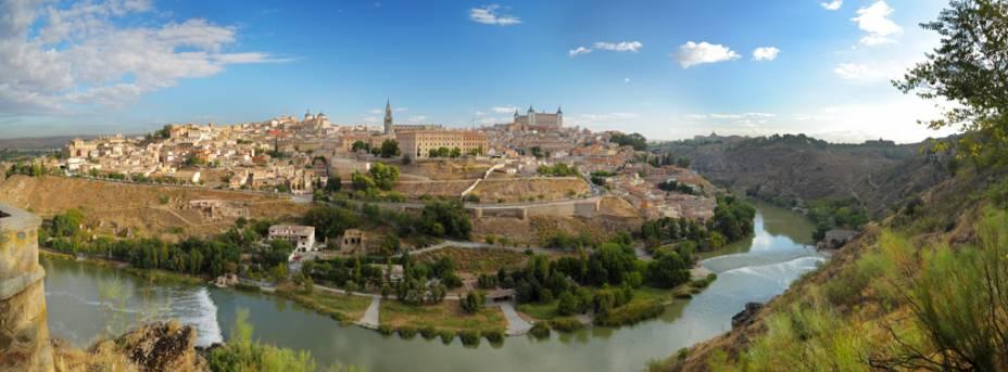Privilegiada por sua localização no alto de um monte rochoso, Toledo sempre foi alvo de cobiça. Ali, romanos construíram uma fortificação e os visigodos fixaram sua capital
