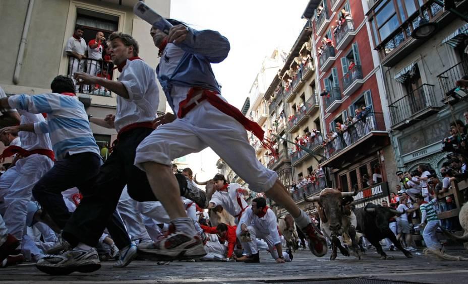 Entre 6 e 14 de Julho acontece a festa de Los Sanfermines em que touros são soltos nas ruas de Pamplona e correm atrás de homens com lenços vermelhos