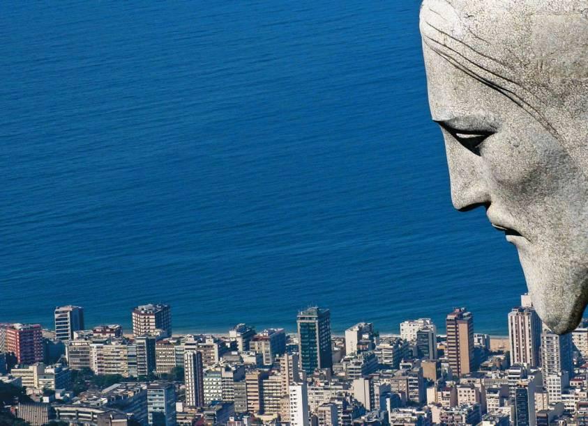 """<strong>1. <a href=""""http://viajeaqui.abril.com.br/estabelecimentos/br-rj-rio-de-janeiro-atracao-cristo-redentor-corcovado"""" rel=""""Cristo Redentor"""" target=""""_blank"""">Cristo Redentor</a></strong>    Feito de pedra sabão, a estátua abraça o Rio e é como um cartão de boas-vindas aos turistas; durante a visita, tire duas fotos clássicas: uma aos pés do Cristo e outra com o Pão de Açúcar ao fundo"""