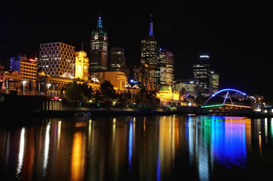 Dividida ao meio pelo rio Yarra e com uma baía de águas calmas em seu quintal, Melbourne oferta natureza e cultura na mesma medida