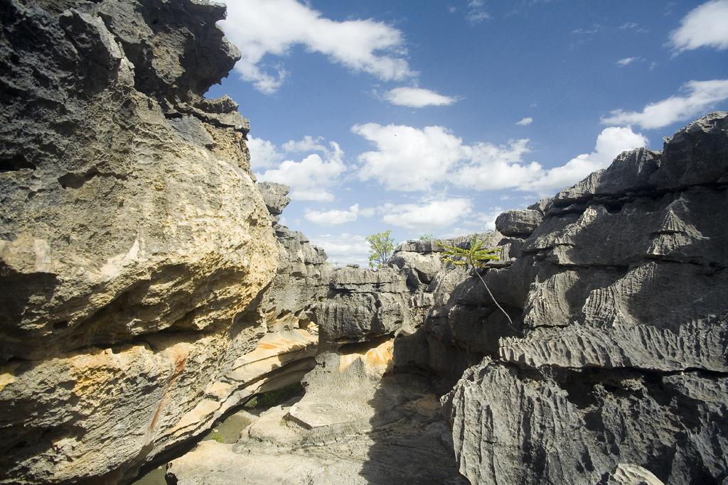 Sítio arqueológico no Lajedo Soledade, conjunto de rochas calcárias formadas quando o mar cobria a região