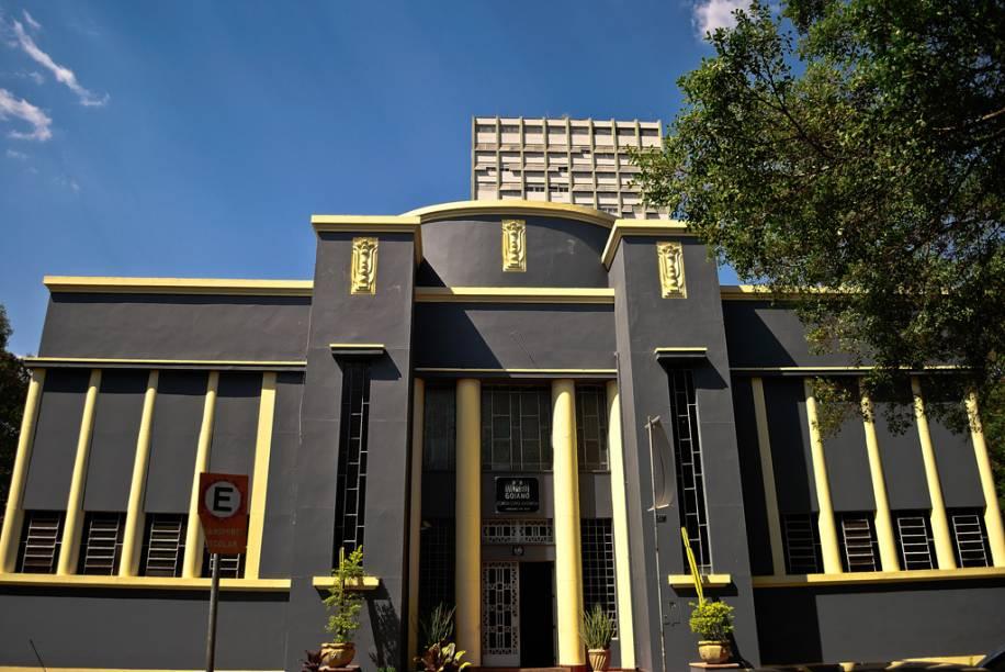 O Museu Goiano Zoroastro Artiaga abriga obras de artistas locais, mostras de paleontologia e sobre a história de Goiás