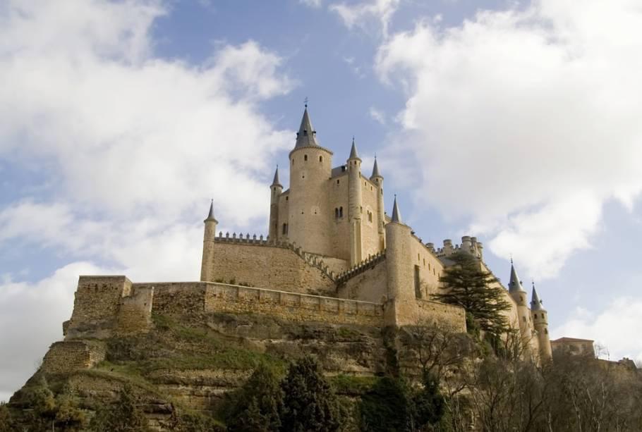 Construído no século 12, o Alcázar de Segóvia serviu de inspiração para Walt Disney desenhar o castelo da Bela Adormecida