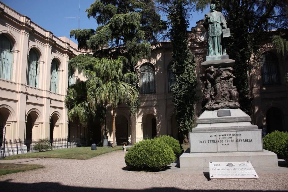 Fundada em 1622, a Universidade Nacional de Córdoba foi a primeira da Argentina. Hoje, Córdoba se transformou em uma cidade universitária onde vivem mais de 100 mil estudantes