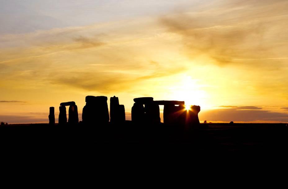As misteriosas formações de Stonehenge. Estudos recentes indicam que o sítio já era utilizado há, pelo menos, 5000 anos, mas pouco se sabe sobre sua finalidade