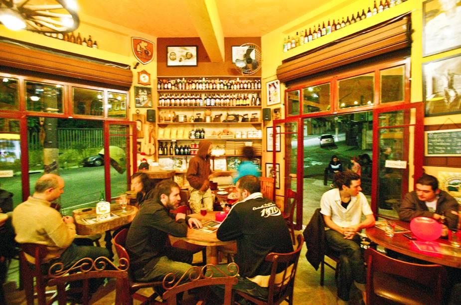 """<a href=""""http://viajeaqui.abril.com.br/estabelecimentos/br-sp-sao-paulo-restaurante-emporio-sagarana"""" rel=""""Empório Sagarana, São Paulo: """" target=""""_blank""""><strong>Empório Sagarana, São Paulo: </strong></a>            Tem cara de armazém. Mas os 100 rótulos de cerveja, cachaças e sanduíches comprovam a autenticidade do bar."""