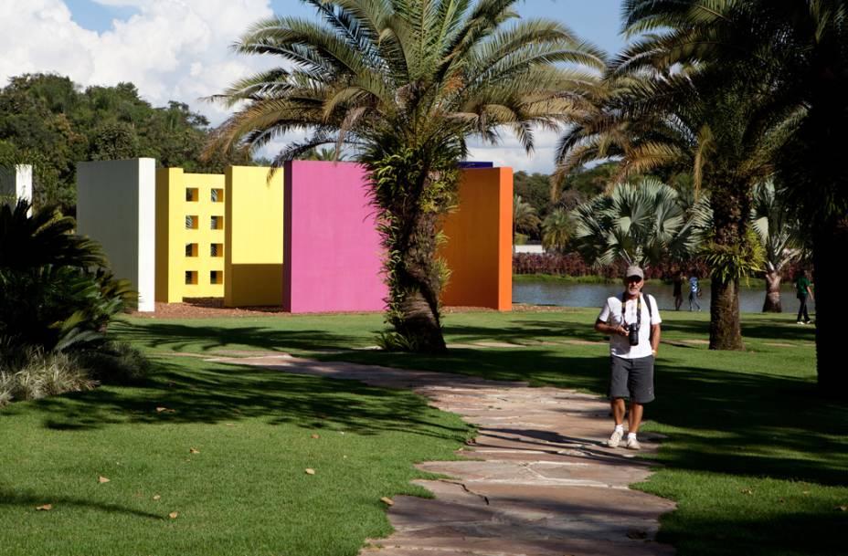 Obra Magic Square #5 - De Luxe, de Hélio Oiticica, no Instituto Inhotim, em Brumadinho, Minas Gerais