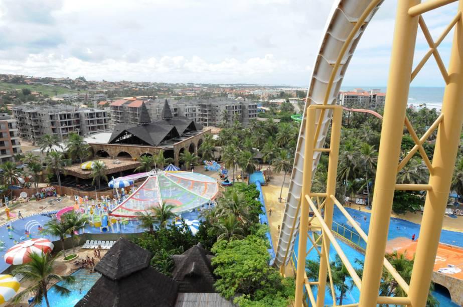 """Vista aérea do """"Insano"""", toboágua do parque aquático Beach Park, em Aquiraz"""