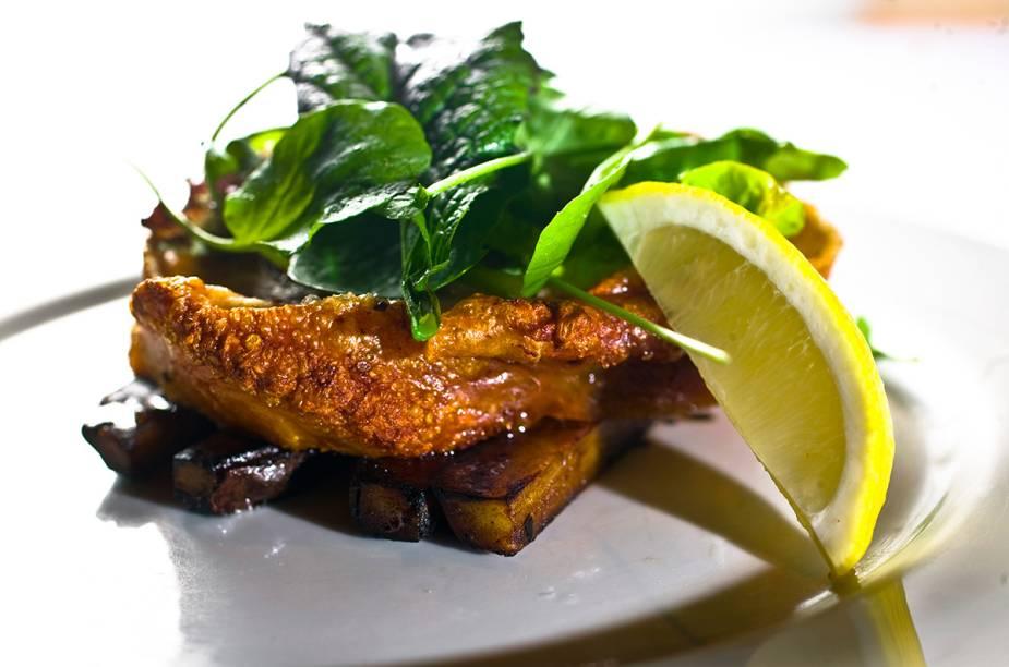 """<a href=""""http://viajeaqui.abril.com.br/estabelecimentos/br-sp-sao-paulo-restaurante-vito"""" rel=""""Vito - São Paulo """" target=""""_blank""""><strong>Vito - São Paulo </strong></a>Pratos com carne suína se destacam no cardápio do chef André Milano. Na foto: barriga de porco com batata-doce."""