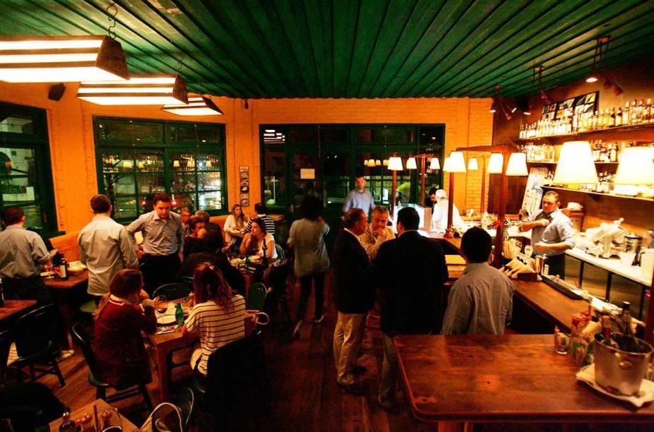 """<a href=""""http://viajeaqui.abril.com.br/estabelecimentos/br-sp-sao-paulo-restaurante-taberna-474"""" rel=""""Taberna 474, São Paulo: """" target=""""_blank""""><strong>Taberna 474, São Paulo: </strong></a>        Cardápio regado à frutos do mar. Destaques para: bacalhau na brasa, ostras e sardinhas assadas."""