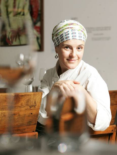 """<strong>9. Viviane Gonçalves - <a href=""""http://viajeaqui.abril.com.br/estabelecimentos/br-sp-sao-paulo-restaurante-chef-vivi"""" rel=""""Chef Vivi"""" target=""""_blank"""">Chef Vivi</a> (<a href=""""http://viajeaqui.abril.com.br/cidades/br-sp-sao-paulo/"""" rel=""""São Paulo, SP"""" target=""""_blank"""">São Paulo, SP</a>)</strong>        Em Pequim, Viviane Gonçalves comandou o premiado Alameda. Em <a href=""""http://viajeaqui.abril.com.br/cidades/br-sp-sao-paulo/"""" rel=""""São Paulo (SP)"""" target=""""_blank"""">São Paulo (SP)</a>, num pequeno imóvel, a chef se dedica a uma cozinha autoral, renovando o cardápio todos os dias."""